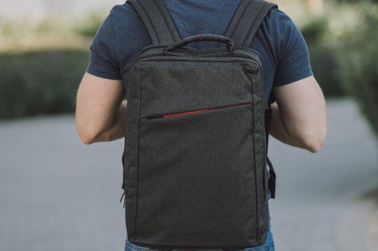 jak-bezpiecznie-i-wygodnie-podrozowac-z-laptopem-–-czyli-torby-i-plecaki-na-laptopa2.jpg