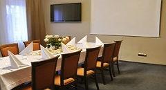 """Sala konferencyjna na 60 osób, Jedlnia Letnisko, w obiekcie Hotel i Restauracja  """"Pod Różami"""""""